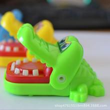 整蠱咬按人手指牙齒鯊魚鱷魚成人兒童惡搞創意解壓減壓神器小玩具