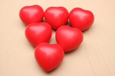 货源包邮PU海绵实心发泡球 桃心球 印刷定制 献血爱心球 玩具球批发