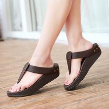 Lucky Feet夏季新简约亮皮铆钉后包塑身鞋坡跟人字拖显瘦女沙滩拖