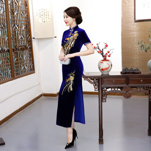 Chinese Dresses Qipao for women robe chinoise cheongsam Handmade nail bead long gold velvet wedding cheongsam dress on show