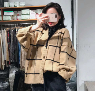2019 autumn and winter new women's checkered knitted cardigan Korean version V-neck long-sleeved single-breasted sweater jacket