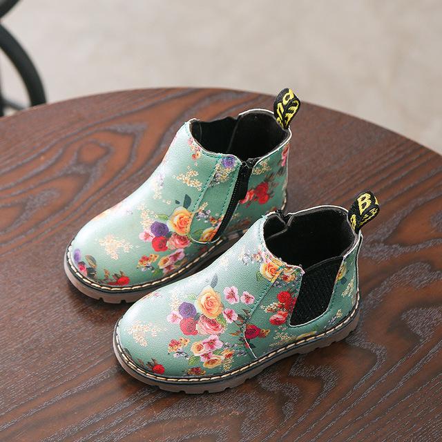 Phiên bản Hàn Quốc của mùa thu đông 2017 dành cho trẻ em mới in Martin ủng phẳng giày chống trượt trẻ em lớn hoang dã cộng với giày nhung nữ Giày cao cổ