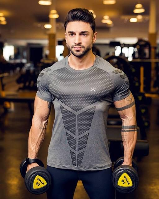 Quần áo thể dục huấn luyện viên thể thao áo thun cơ bắp nam anh trai cao co giãn đào tạo quần áo nhanh khô quần áo thể dục tay ngắn nam Áo thun nam tay ngắn