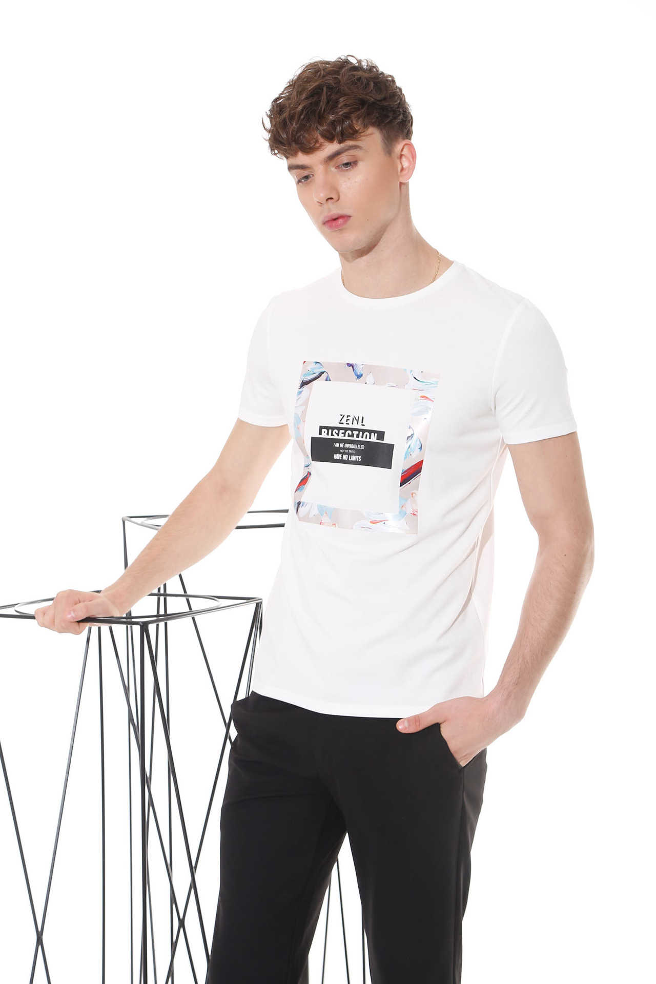 如今时尚有型的男装品牌找佐纳利风尚男装 时尚不一样的精彩