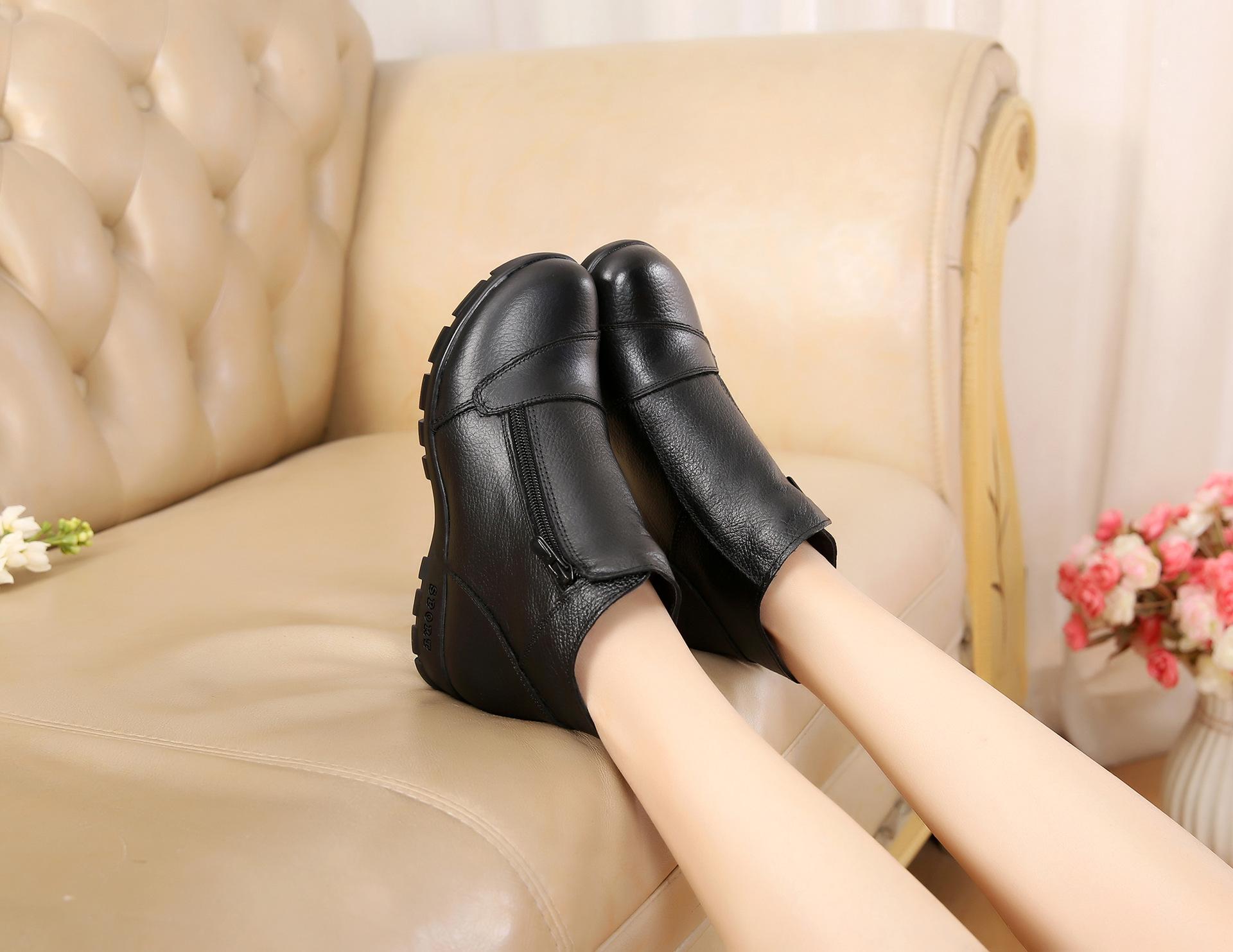 妈妈鞋冬季加绒保暖棉鞋短靴女靴真皮断码女士坡跟中老年女鞋