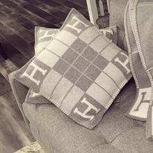 羊毛北欧风INS抱枕H抱枕H靠垫H毯子沙发靠垫H家靠垫针织提花枕头
