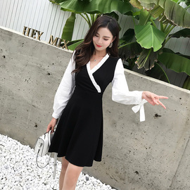 In autumn, the new slim dress is feminine, V-necked, spliced, bow-tied, waist-swinging, A-shaped skirt, fashion, style, style.