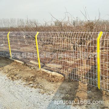 河北护栏网厂家供应公路护栏网 道路隔离防护网现货 定做各种围栏