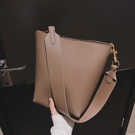 Personality female bag new style trendy harbor style retro bucket bag wide shoulder strap large capacity single shoulder bag