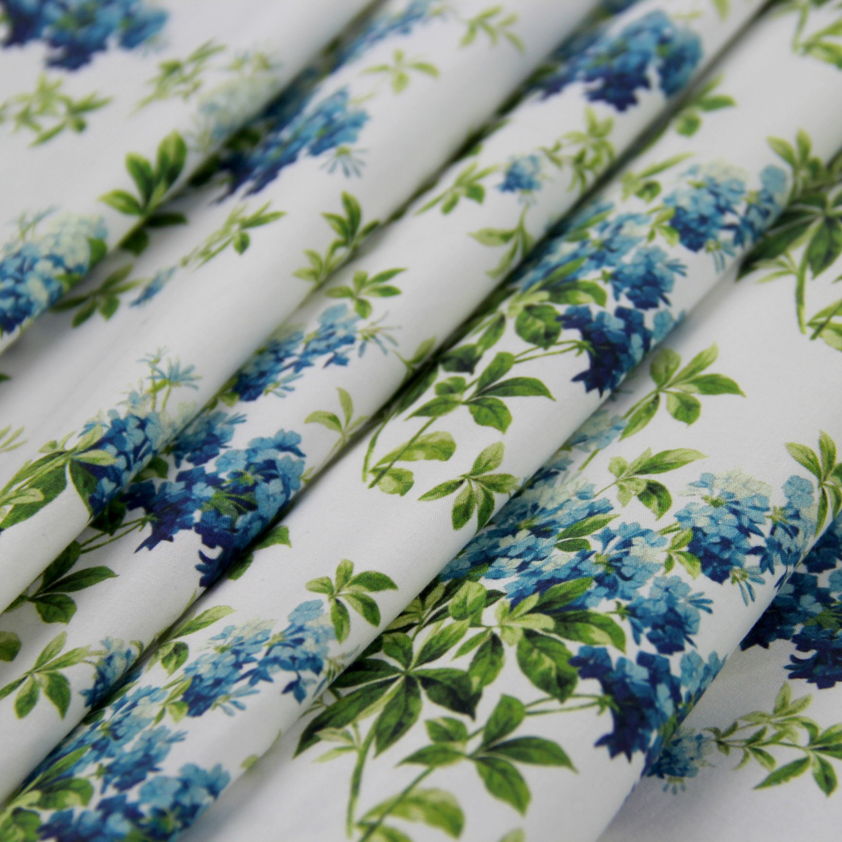 全棉高密府绸数码印花布 白底清新花朵印花 用于裙子衬衫