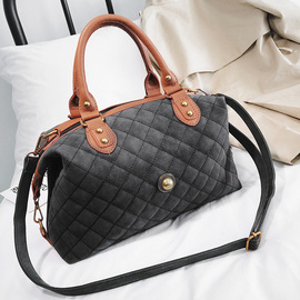 The new European and American trendy women's bag with large capacity single-shoulder handheld satchel with 100% rhombic embroidered thread