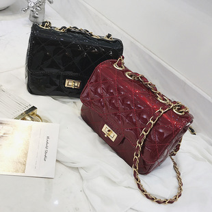 Women's bags 2019 fashion new spring and summer one shoulder messenger bag mini small fragrant rhombus chain bag patent leather small bag