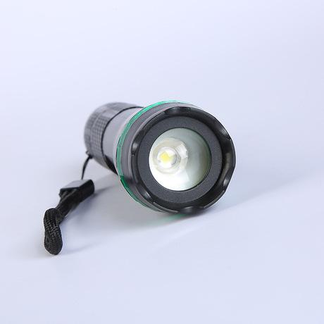 Đèn pin nhựa ánh sáng ngoài trời Pin LED telescopic zoom tùy chỉnh các nhà sản xuất chiếu sáng nhà bán buôn Đèn pin