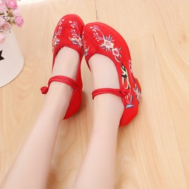 [Magpie] new old Beijing cloth shoes retro wedding shoes thick high-heeled national wind embroidered shoes