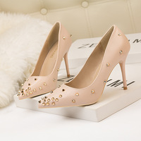 6289-20 European and American styles, women's shoes, high heels, shallow, sharp pointed rivets, sexy night club shoes, high heels.