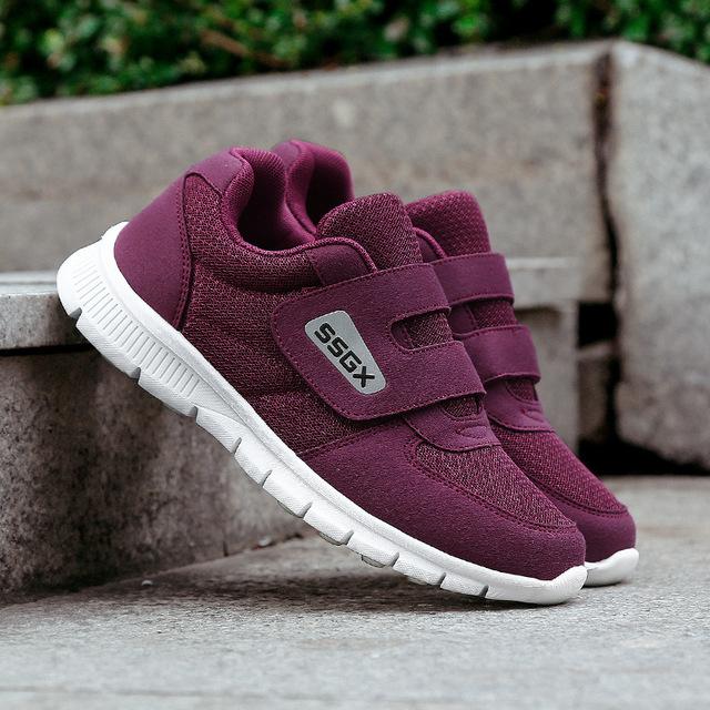 Mùa hè giày cũ cha giày mẹ thoáng khí TV quảng cáo ông già giày lưới trung niên giày đi bộ 8807 Giày chạy bộ nam