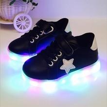 批发男女童小白鞋星星LED发光板鞋儿童 速卖通亮灯中小童皮面单鞋