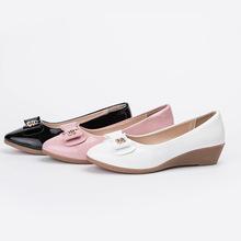 厂家直销2018新款平底春秋粗跟女鞋浅口女皮鞋时装单鞋一件代发