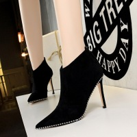 126-15 retro European style fashion sexy nightclub, slim and thin with high heel pointed fashion boots, rivet short boots.