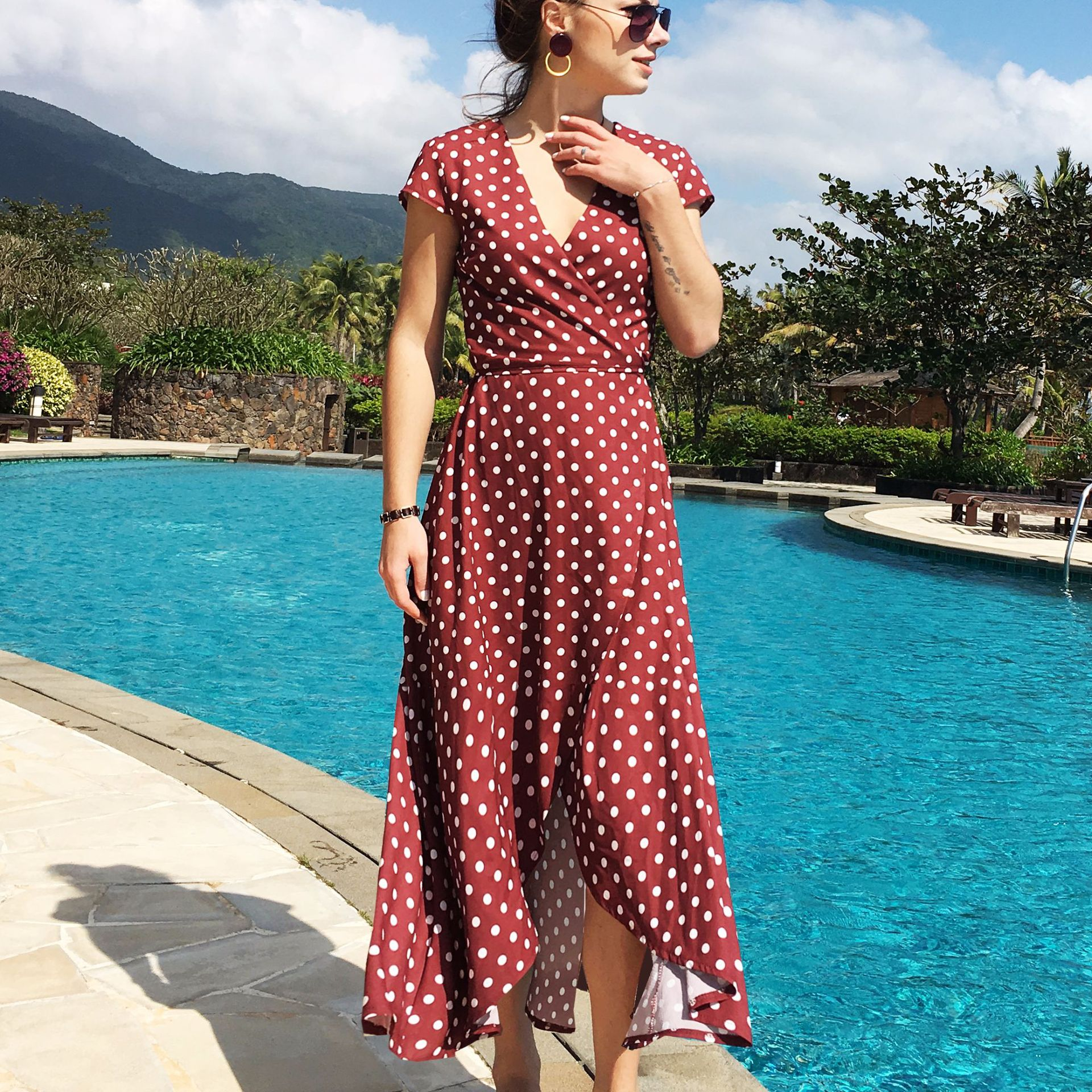 2019 Europe and the United States new V-neck wave chiffon dress leisure vacation winds Simia split beach dress