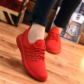 The New Running Shoes with Flat Bottom and the Same Casual Red Shoes for Men and Women