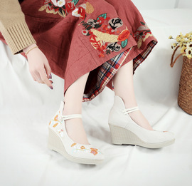 New old Beijing cloth shoes Han suit national embroidered shoes high-heeled rubber soles lacing single shoes
