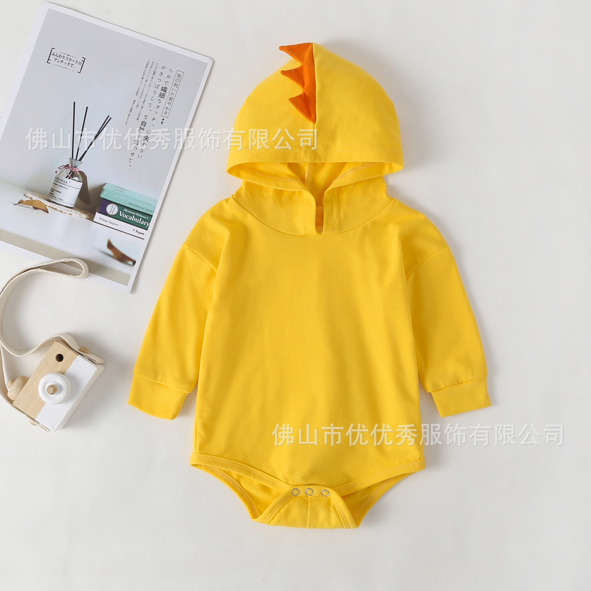 Fall 2019 popular baby yellow long sleeve dinosaur hooded long sleeve Romper in Europe and America