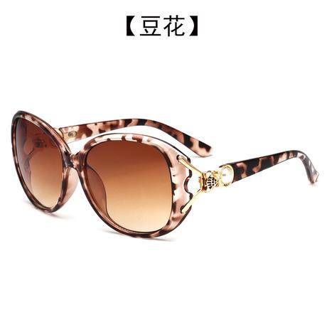 Ngọc trai đầu kính râm nữ chống tia cực tím kim loại rỗng kính thanh lịch hộp lớn kính râm thương mại nước ngoài