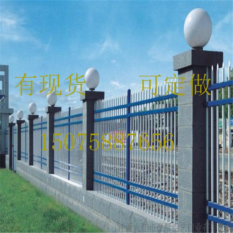 新疆防护栏 工厂新钢护栏  别墅型新钢护栏 围墙栅栏 防护栏