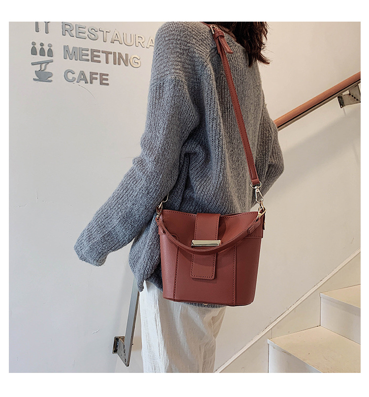 New large-capacity portable bucket bag fashion lock buckle solid color shoulder diagonal package NHPB170841