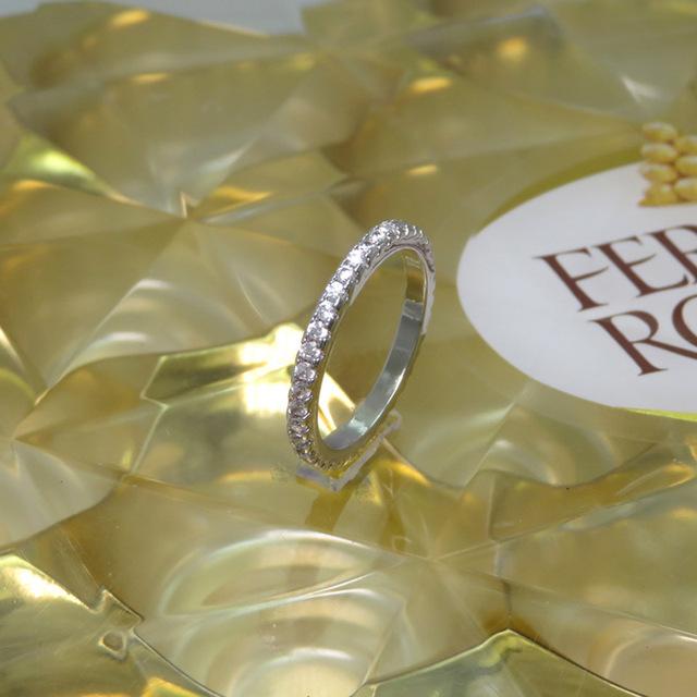 Người mẫu bùng nổ chúc nhẫn cưới châu Âu và châu Mỹ Nhẫn kim cương bốn mặt quá khổ sang trọng Phụ nữ đầy đủ nhẫn kim cương Nhẫn