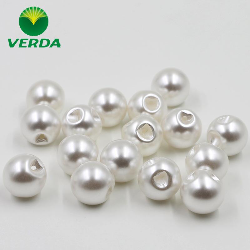 厂家供应塑料偏孔白色珠光珍珠纽扣女式衬衣毛衫  开衫球形珍珠扣