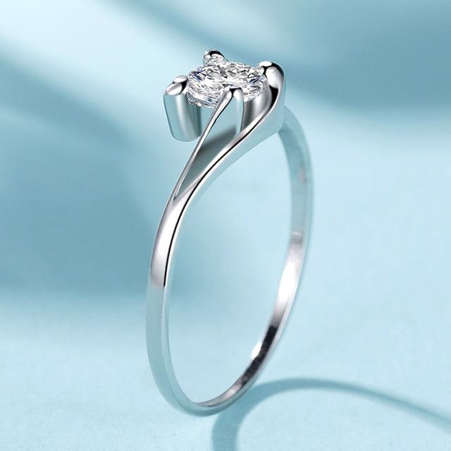 Vòng tay thiên thần hôn hôn mô phỏng đính hôn khoan 60 điểm để cầu hôn chiếc nhẫn kim cương nhỏ Hàn Quốc Nhẫn