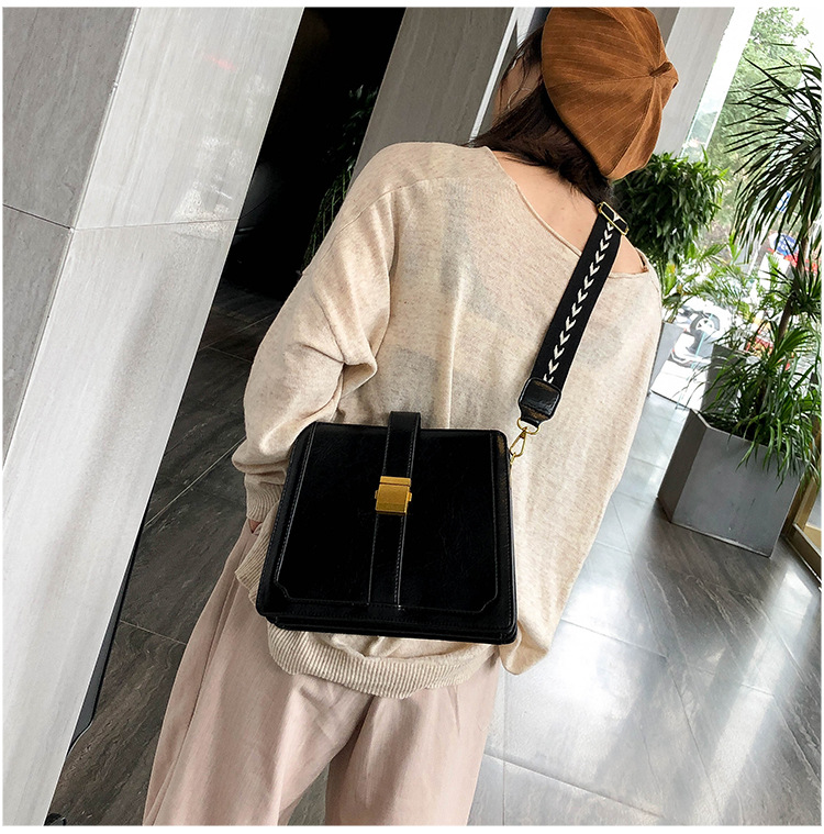 Vintage Scrub New Korean Fashion Bucket Bag Large Capacity Shoulder Messenger Bag NHTC170870