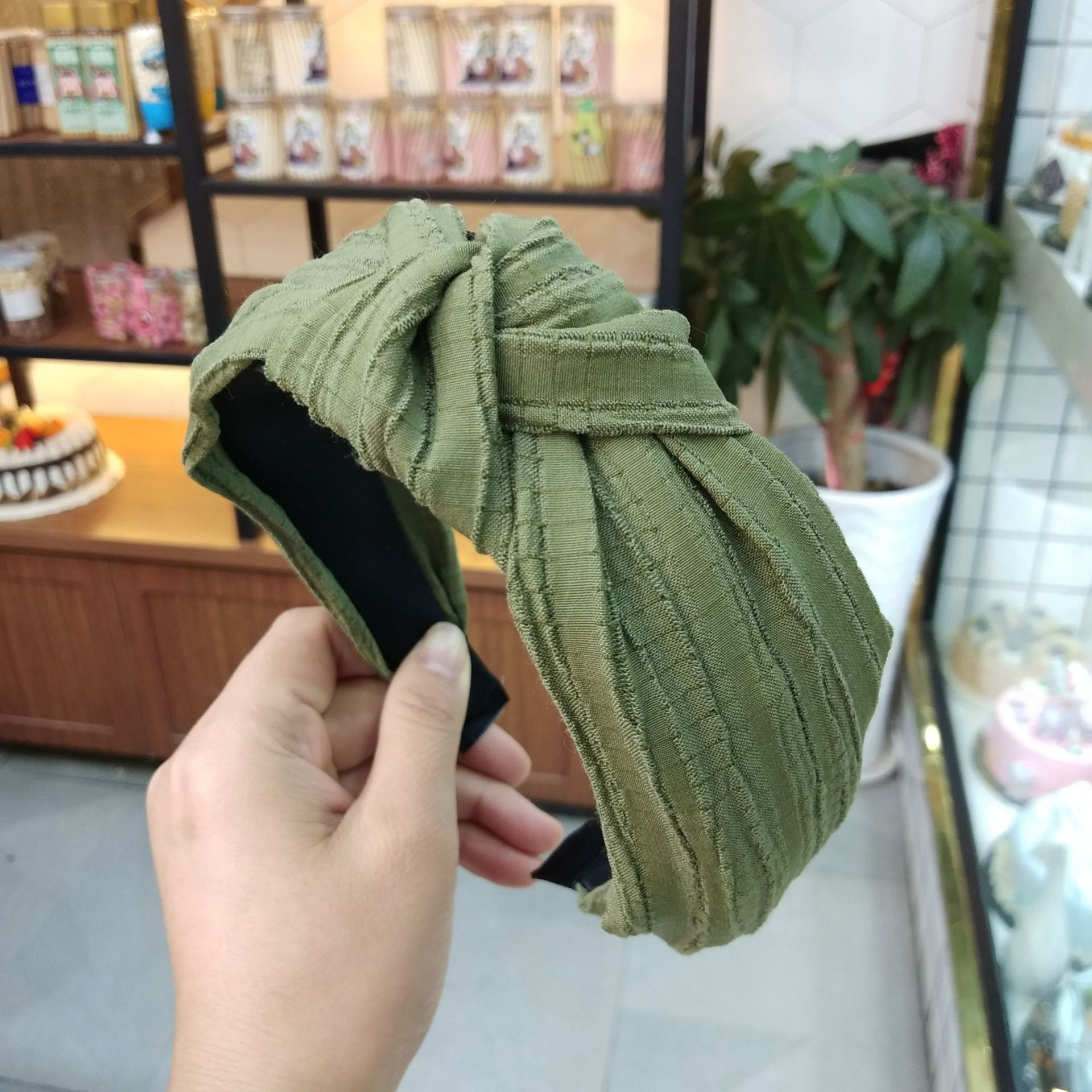 Korean fashion wide-brimmed pleated knot headband high-end solid color fabric pressure hairpin explosion headband ladies wholesale nihaojewelry NHUX222354