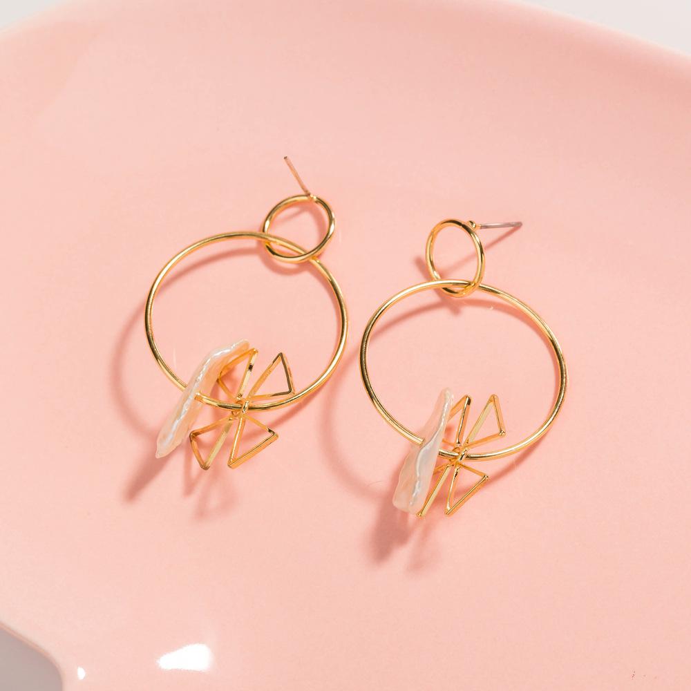 Nihaojewelry wholesale jewelry fashion circle windmill shape natural freshwater pearl earrings  NHDB387498