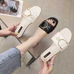 السيدات الصيف الجديدة صافي الصنادل والنعال المشاهير النساء أزياء كل مباراة ملابس خارجية شخصية مسطحة القاع أحذية عطلة الشاطئ