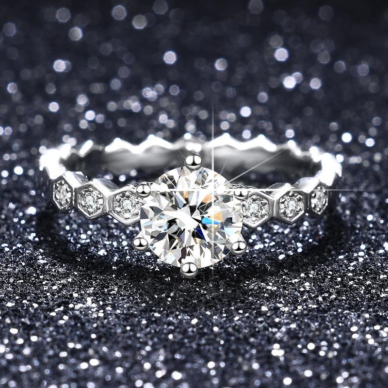 莫桑石高雅蜂巢戒指 S925纯银镀白金女戒 1克拉六爪仿真结婚首饰