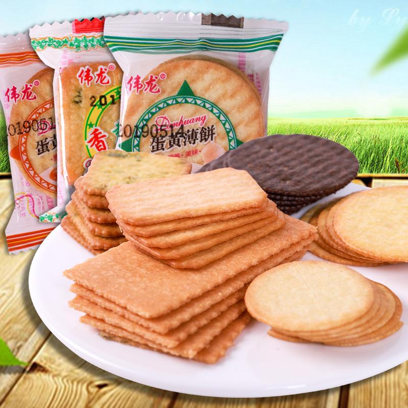 伟龙饼干香葱鸡片薄脆整箱批小包装零食散装葱油葱花咸味葱香薄饼