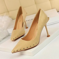 1326-1 European and American style retro women's shoes slim heel, high heel, shallow mouth sexy nightclub slim pointed metal riveted single shoes