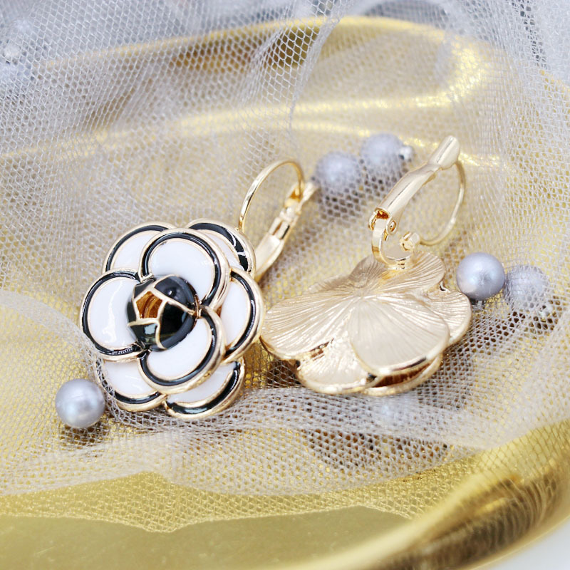 Vintage Camellia Ear Clips 925 Silver Needle Ear Studs French Romantic Camellia Ear Clips NHOM205773