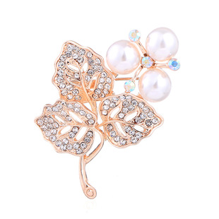 Yiwu cross-border manufacturer Korean version of the new leaf pearl diamond brooch female suit corsage pin jewelry accessories
