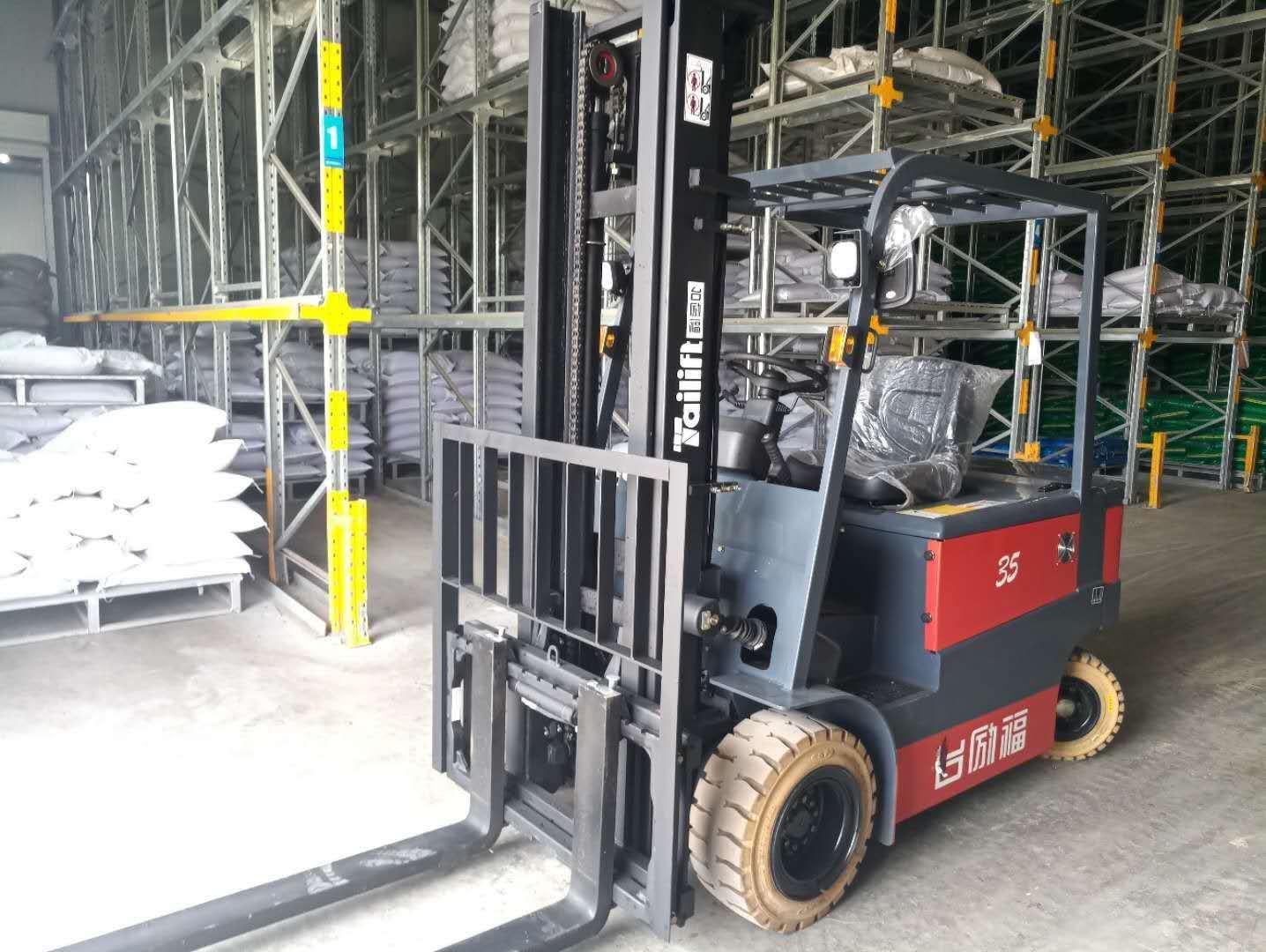 台励福1.5吨~3.5吨四轮平衡重式电动叉车
