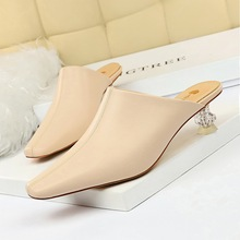 935-1 Korean version of fashionable and simple middle-mouth Baotou slippers crystal transparent heel slippers with high heels and Slim small square-headed women's slippers