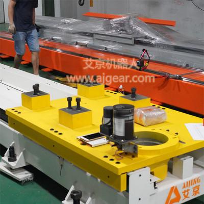 东莞市艾京机器人地轨外部行走轴喷涂上下料机器人第七轴