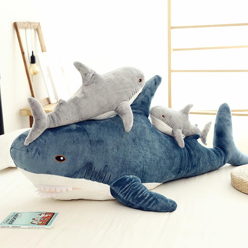 新款毛绒玩具跨境鲨鱼抱枕娃娃鲨鱼公仔客厅卧室摆件网红直播产品