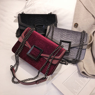 Douyin the same female bag 2019 fashion trend Korean net red new autumn and winter velvet square buckle chain retro small square bag