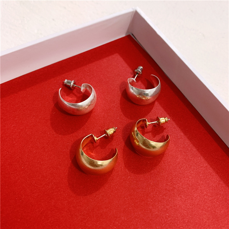 Mini metal hoop earrings retro winter elegant C-shaped stud earrings for women NHYQ191154