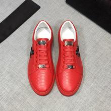 欧洲站网红新款蛇纹牛皮板鞋韩版个性潮鞋透气骷髅头时?#34892;?#38386;男鞋
