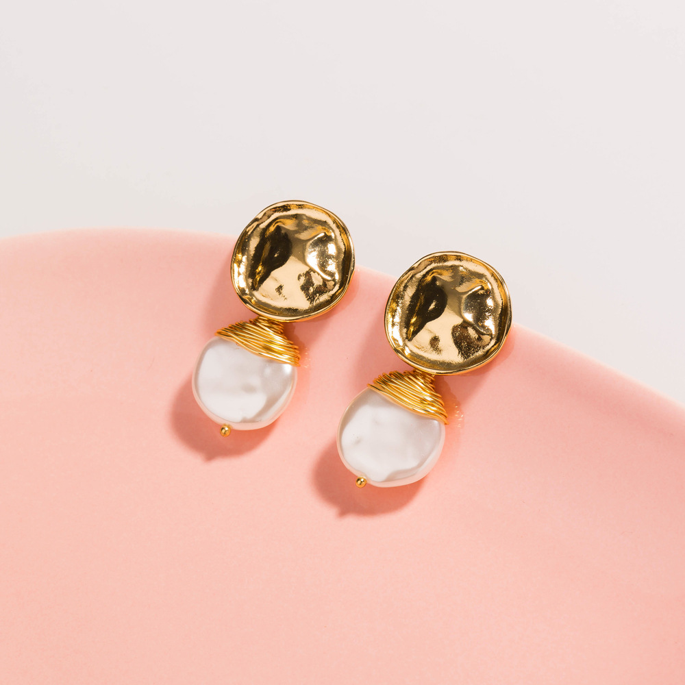 Hot-selling special-shaped metal hand-wrapped baroque style pearl pendant alloy earrings for women NHAN252150